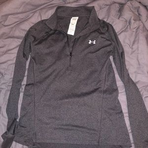 Under armour 1/4 zip pullover, fitted.
